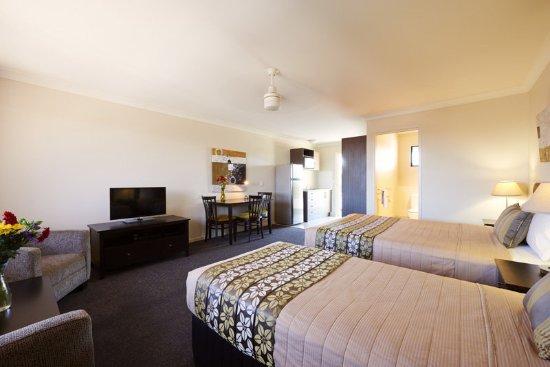Blackwater, Australia: Executive Twin Room Living Area