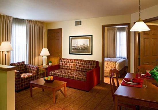 Saint Louis Park, MN: Two-Bedroom Suite