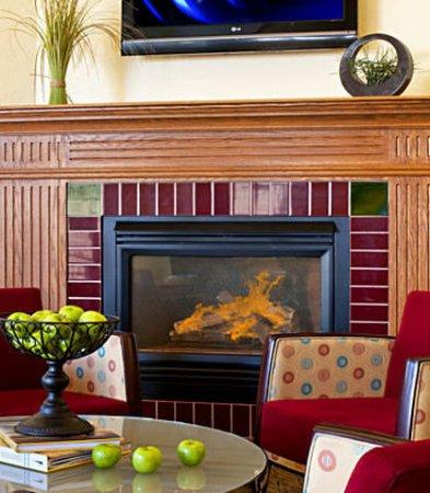 Brookfield, WI: Lobby Fireplace