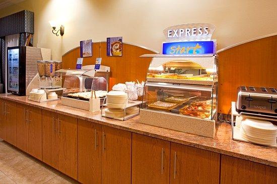 Holiday Inn Express and Suites of Valdosta, Gerogia Breakfast Bar