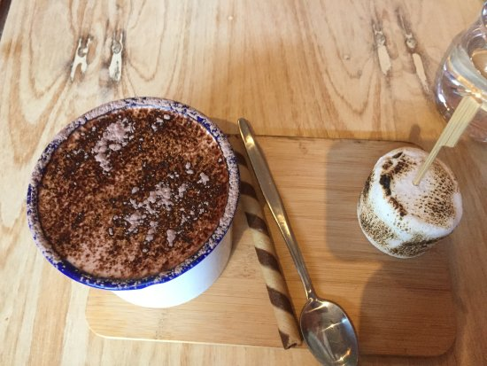 Hawthorn, Avustralya: Hot chocolate and HUGE marshmallow