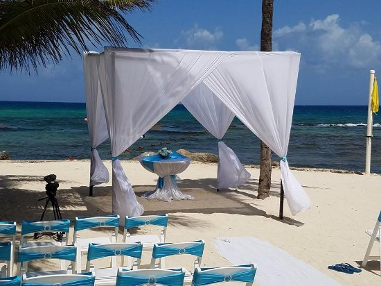 Dreams Puerto Aventuras Resort & Spa: Final wedding set up with my personal added decor touches