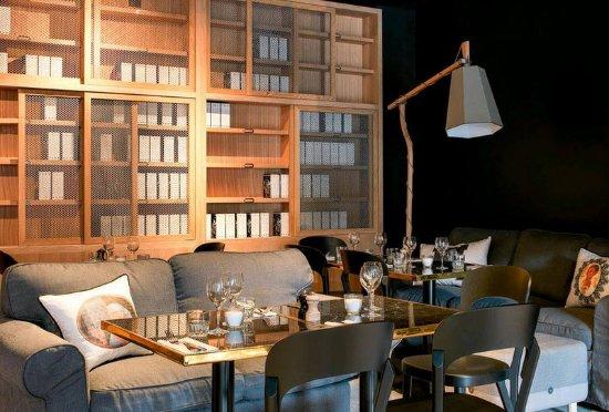 mob hotel saint ouen frankrike omd men och. Black Bedroom Furniture Sets. Home Design Ideas