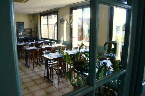 Saint Cyr l'Ecole, Frankrike: Restaurant