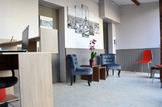 Saint Cyr l'Ecole, Frankrike: Reception