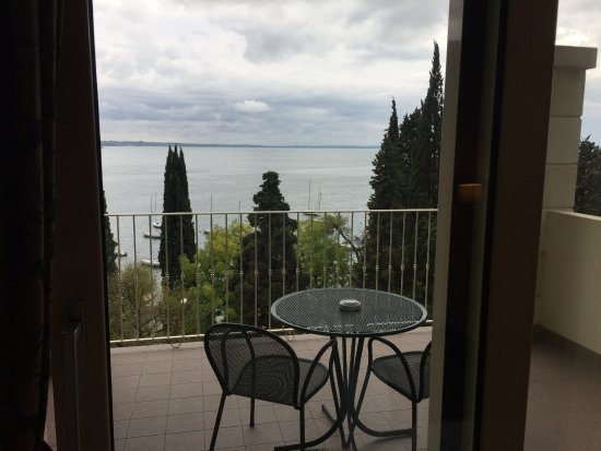 very decent balcony - Picture of Hotel Excelsior le Terrazze, Garda ...