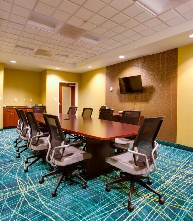 SpringHill Suites Savannah I-95 South: Executive Boardroom