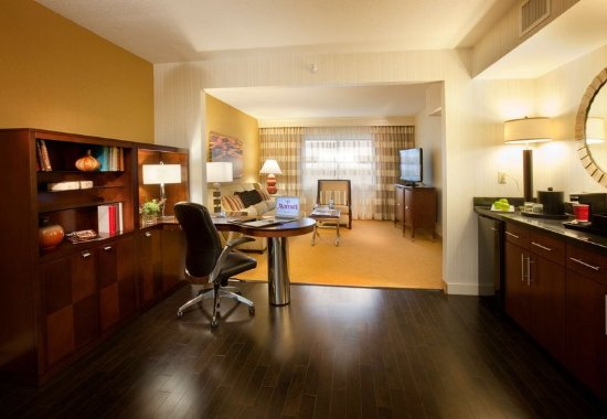 Brooklyn Park, MN: Executive Suite