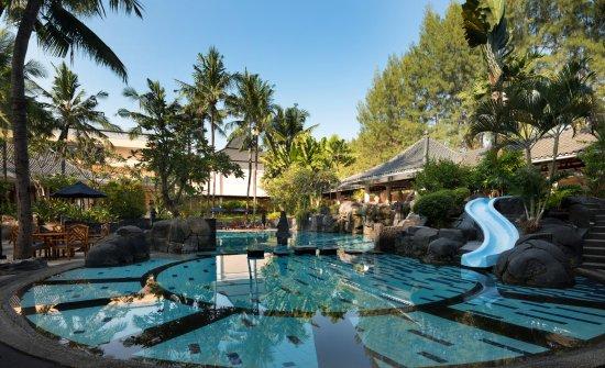 Melia Purosani: Swimming Pool
