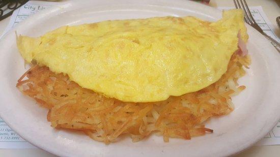 Marinette, WI: Farmer's Omelet (hasbrowns, ham, cheese, onion, gr pepper)
