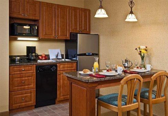 Plainview, Nova York: Studio Suite Kitchen