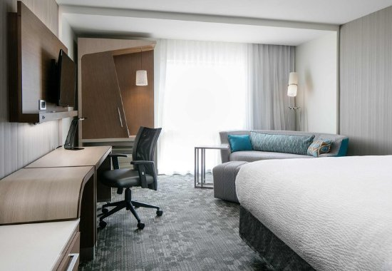 Bellevue, NE: King Guest Room
