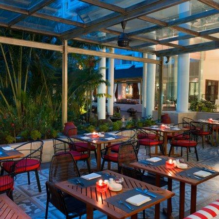 Melia purosani hotel yogyakarta indon sie voir les for Salle a manger java