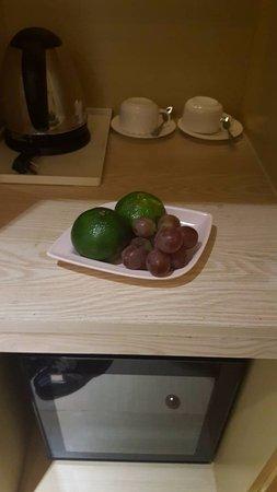 Liaocheng, Cina: Welcoming fruits