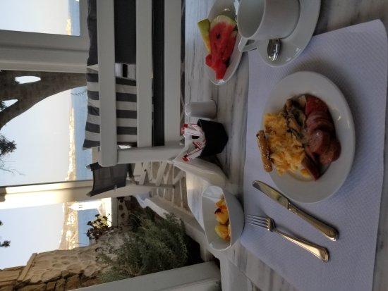 Adonis Hotel: 20170917_084648_large.jpg