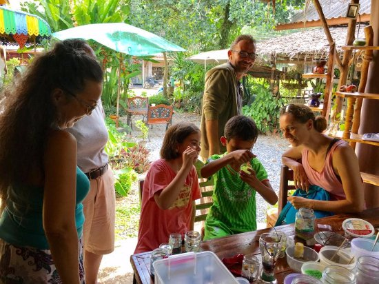 Ko Yao Noi, Tailândia: Visit Siriya Health Herbal Care and Workshop