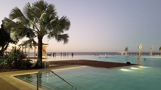 Cairns Esplanade Swimming Lagoon: 20170818_182454_large.jpg