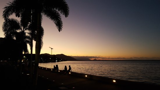 Cairns Esplanade Swimming Lagoon: 20170818_182734_large.jpg