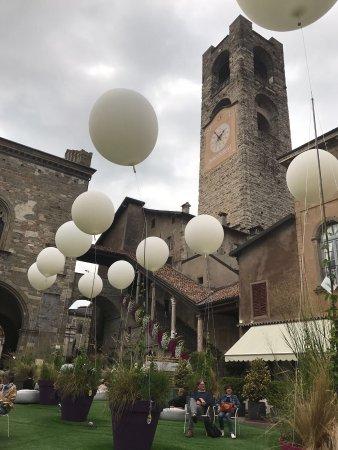 Piazza Vecchia: photo2.jpg