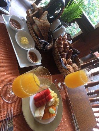 Thirappane, Sri Lanka: breakfast freshly baked items