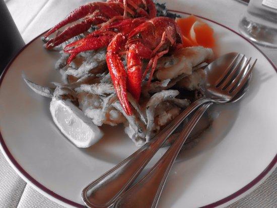San Feliciano, Italië: frittura mista del lago