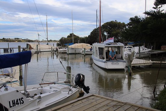 Goolwa, Australien: Beautiful little wooden boat that we cruised on!