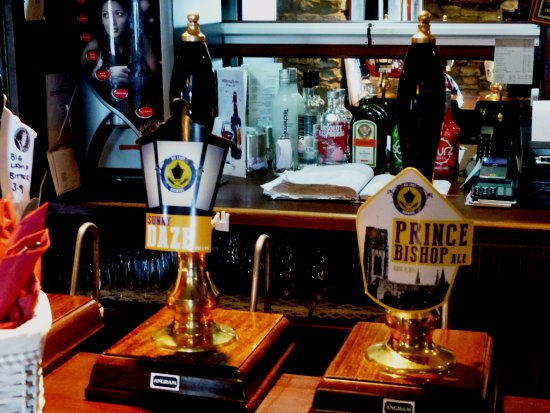 Haltwhistle, UK: The 2 real ales on offer, a more limited choice than hoped for