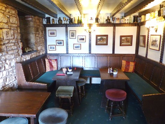 Haltwhistle, UK: Small separate snug room around corner from main bar.