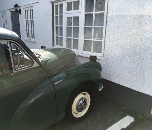 Woodbridge, UK: Classic car close to our window in car park