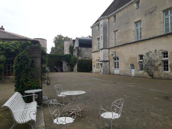 Chateau De Germolles : Haute courre