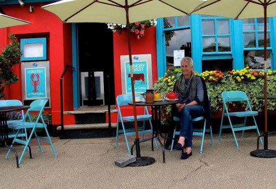 Woodbridge, UK: Me taking tea outside The Galley