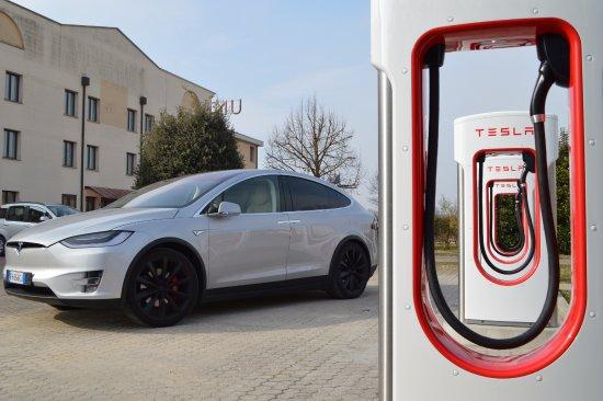 UNAWAY Hotel Occhiobello: Tesla - Occhiobello Supercharger