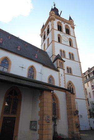 St. Gangolf : Turm und Eingang