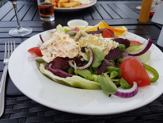 Abergavenny, UK: Goats cheese salad