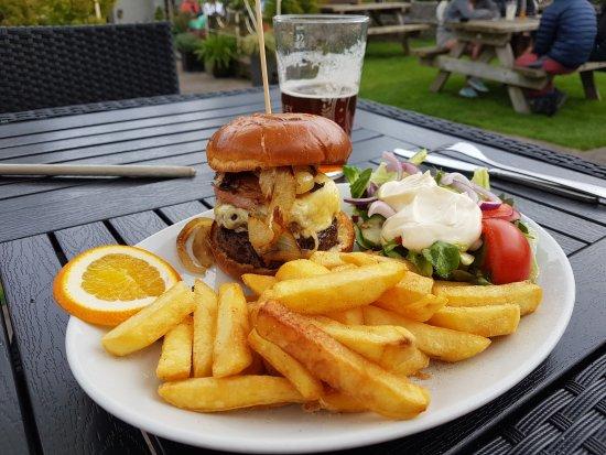 Abergavenny, UK: Burger and chips