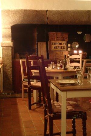 Le Rozel, فرنسا: Jolie salle près d'une superbe cheminée normande