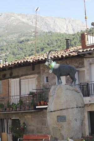 Villarejo del Valle, Spain: Monumento Cabra