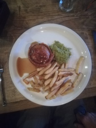 Appletreewick, UK: Pie of the day and mushy peas