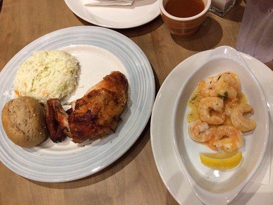 Dieppe, كندا: Chicken and Shrimp Dinner (on 2 plates)