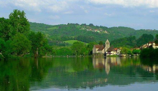 La riviera limousine à Beaulieu-sur-Dordogne: rando, canoé, pêche, gastronomie, vieille ville...