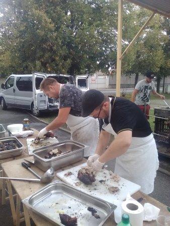 Chamant, Γαλλία: Prestation extérieur possible pour tout événements