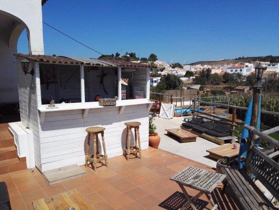 Good Feeling Hostel: Outside bar and living area