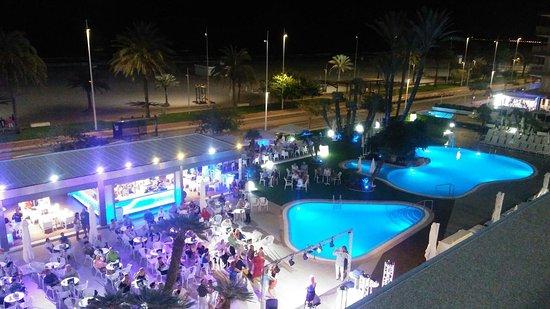 RH Bayren Hotel & Spa: Terraza ruidosa con música en vivo hasta la medianoche