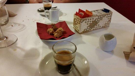 Gattinara, Italia: Caffè e dolcetti