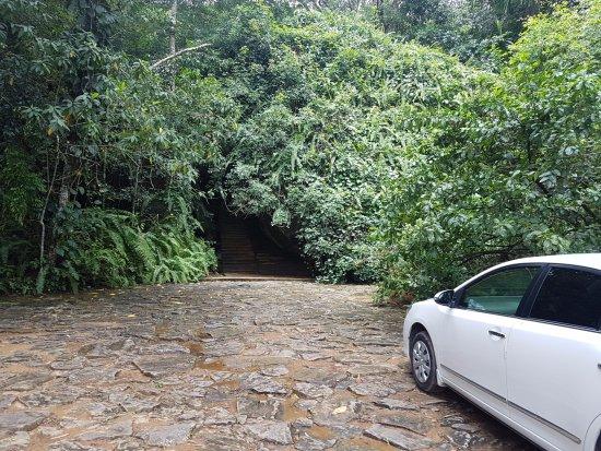Kalawana, Sri Lanka: Can you find the Entrance to the Hotel??