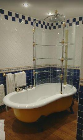 Ballinlough, Ireland: The bathroom