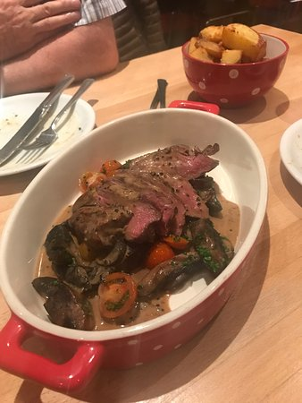 Deano's Graze & Grill: Steak and chips