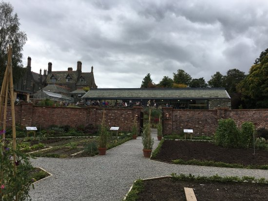 Portinscale, UK: The Lingholm Kitchen & Walled Garden