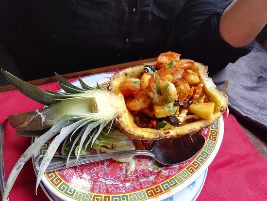 Crevettes sautées aux ananas.
