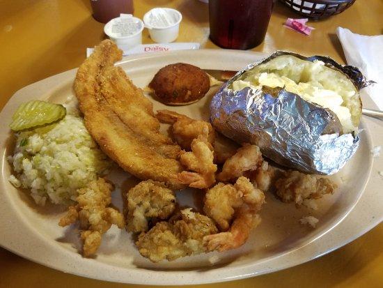 Old Greenbrier Restaurant: Large seafood platter
